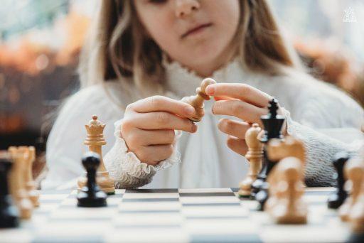 https://chesscamp4kids.eu/wp-content/uploads/2021/01/DSC_3670-1-512x342.jpg