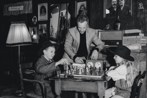 https://chesscamp4kids.eu/wp-content/uploads/2021/01/Z6X_0427-512x341.jpg
